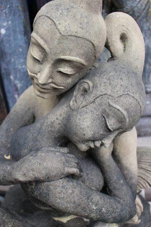stone-statue-1914898_1280